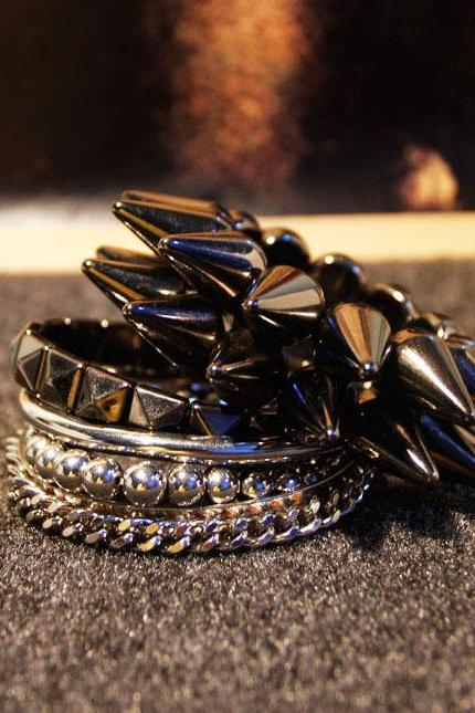 Punk Rock Fashionable 5PCs Metal Stackable Bracelets Set